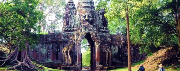 ankor thom cambodia tour
