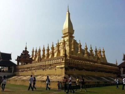 great sacred stupa pha that luang - Laos tour